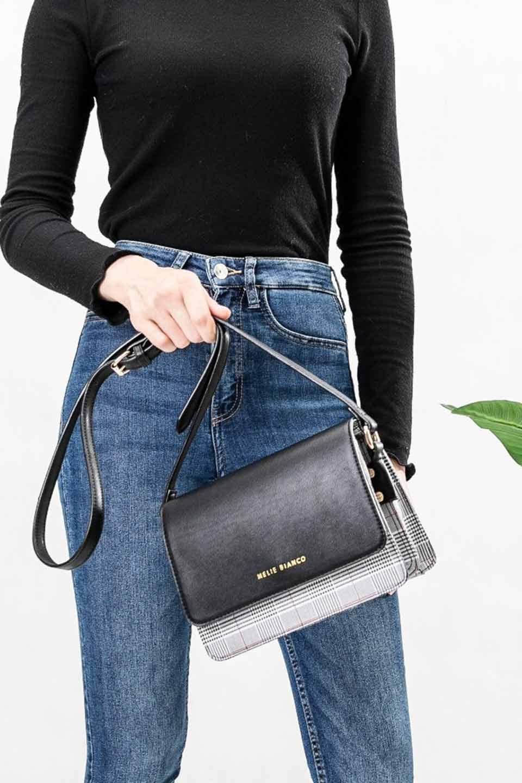 meliebiancoのDesi(Black)/海外ファッション好きにオススメのインポートバッグとかばん、MelieBianco(メリービアンコ)のバッグやショルダーバッグ。人気のチェック柄をあしらったコンパクトサイズのショルダーバッグ。レザー部分とチェックのカラーを合わせているのも心憎いポイント。/main-5