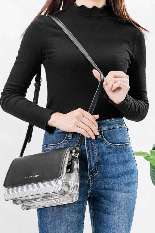 meliebiancoのDesi(Black)/海外ファッション好きにオススメのインポートバッグとかばん、MelieBianco(メリービアンコ)のバッグやショルダーバッグ。人気のチェック柄をあしらったコンパクトサイズのショルダーバッグ。レザー部分とチェックのカラーを合わせているのも心憎いポイント。/main-6