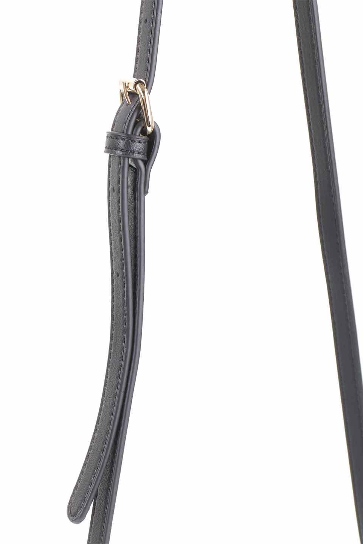meliebiancoのDesi(Black)/海外ファッション好きにオススメのインポートバッグとかばん、MelieBianco(メリービアンコ)のバッグやショルダーバッグ。人気のチェック柄をあしらったコンパクトサイズのショルダーバッグ。レザー部分とチェックのカラーを合わせているのも心憎いポイント。/main-9
