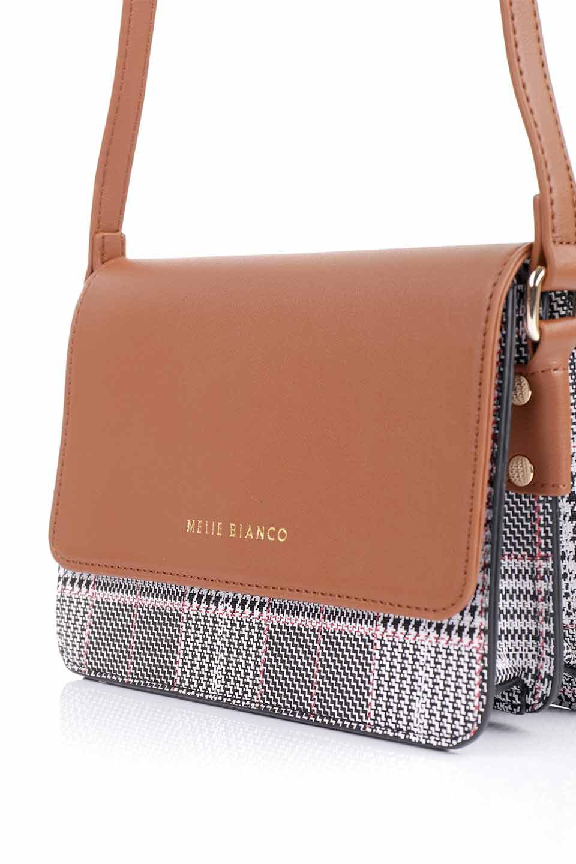 meliebiancoのDesi(Saddle)/海外ファッション好きにオススメのインポートバッグとかばん、MelieBianco(メリービアンコ)のバッグやショルダーバッグ。人気のチェック柄をあしらったコンパクトサイズのショルダーバッグ。レザー部分とチェックのカラーを合わせているのも心憎いポイント。/main-10