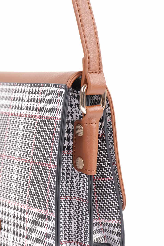 meliebiancoのDesi(Saddle)/海外ファッション好きにオススメのインポートバッグとかばん、MelieBianco(メリービアンコ)のバッグやショルダーバッグ。人気のチェック柄をあしらったコンパクトサイズのショルダーバッグ。レザー部分とチェックのカラーを合わせているのも心憎いポイント。/main-12