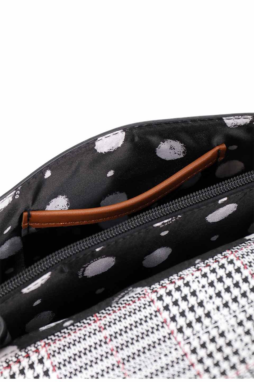 meliebiancoのDesi(Saddle)/海外ファッション好きにオススメのインポートバッグとかばん、MelieBianco(メリービアンコ)のバッグやショルダーバッグ。人気のチェック柄をあしらったコンパクトサイズのショルダーバッグ。レザー部分とチェックのカラーを合わせているのも心憎いポイント。/main-17