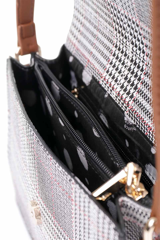 meliebiancoのDesi(Saddle)/海外ファッション好きにオススメのインポートバッグとかばん、MelieBianco(メリービアンコ)のバッグやショルダーバッグ。人気のチェック柄をあしらったコンパクトサイズのショルダーバッグ。レザー部分とチェックのカラーを合わせているのも心憎いポイント。/main-18