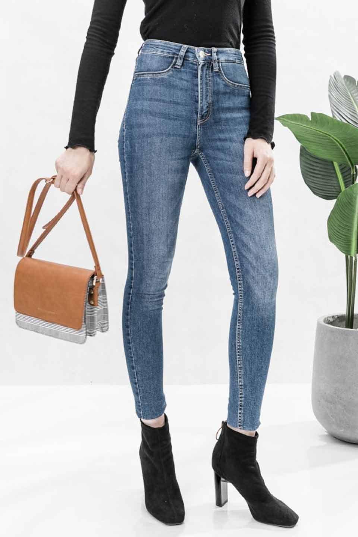 meliebiancoのDesi(Saddle)/海外ファッション好きにオススメのインポートバッグとかばん、MelieBianco(メリービアンコ)のバッグやショルダーバッグ。人気のチェック柄をあしらったコンパクトサイズのショルダーバッグ。レザー部分とチェックのカラーを合わせているのも心憎いポイント。/main-6