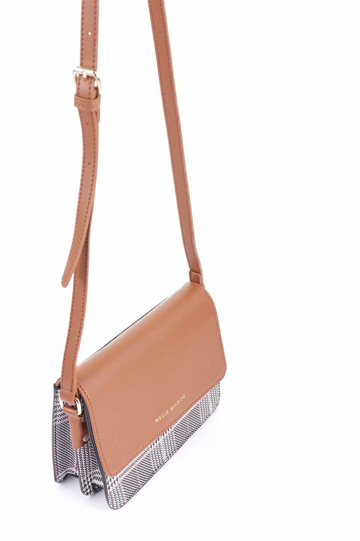 meliebiancoのDesi(Saddle)/海外ファッション好きにオススメのインポートバッグとかばん、MelieBianco(メリービアンコ)のバッグやショルダーバッグ。人気のチェック柄をあしらったコンパクトサイズのショルダーバッグ。レザー部分とチェックのカラーを合わせているのも心憎いポイント。/main-9