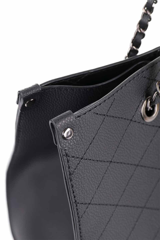 meliebiancoのNova(Black)/海外ファッション好きにオススメのインポートバッグとかばん、MelieBianco(メリービアンコ)のバッグやトートバッグ。メリービアンコのプレミアムビーガンレザーにキルティングのようなステッチを施したボディが可愛いトートバッグ。シンプルなボディにゴールドチェーンの持ち手がアクセントになった大人っぽいバッグです。/main-10