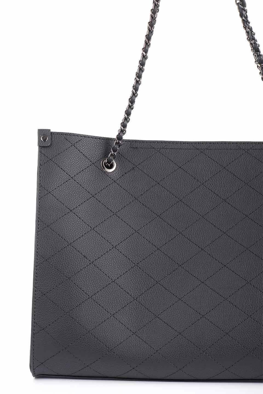 meliebiancoのNova(Black)/海外ファッション好きにオススメのインポートバッグとかばん、MelieBianco(メリービアンコ)のバッグやトートバッグ。メリービアンコのプレミアムビーガンレザーにキルティングのようなステッチを施したボディが可愛いトートバッグ。シンプルなボディにゴールドチェーンの持ち手がアクセントになった大人っぽいバッグです。/main-11
