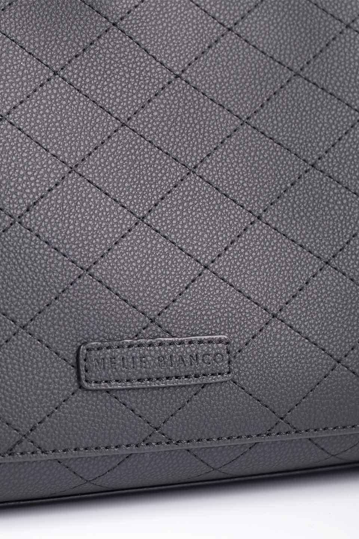 meliebiancoのNova(Black)/海外ファッション好きにオススメのインポートバッグとかばん、MelieBianco(メリービアンコ)のバッグやトートバッグ。メリービアンコのプレミアムビーガンレザーにキルティングのようなステッチを施したボディが可愛いトートバッグ。シンプルなボディにゴールドチェーンの持ち手がアクセントになった大人っぽいバッグです。/main-17