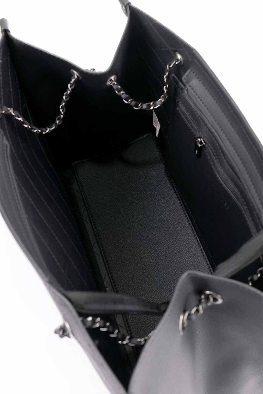 meliebiancoのNova(Black)/海外ファッション好きにオススメのインポートバッグとかばん、MelieBianco(メリービアンコ)のバッグやトートバッグ。メリービアンコのプレミアムビーガンレザーにキルティングのようなステッチを施したボディが可愛いトートバッグ。シンプルなボディにゴールドチェーンの持ち手がアクセントになった大人っぽいバッグです。/main-19
