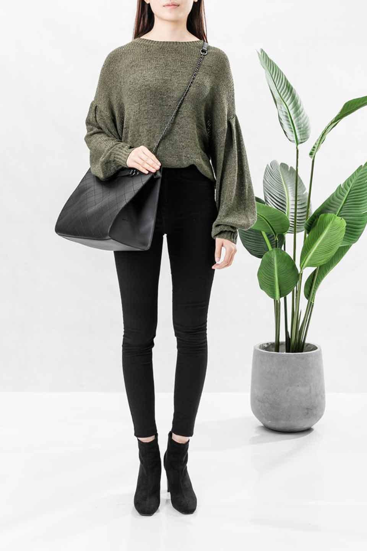 meliebiancoのNova(Black)/海外ファッション好きにオススメのインポートバッグとかばん、MelieBianco(メリービアンコ)のバッグやトートバッグ。メリービアンコのプレミアムビーガンレザーにキルティングのようなステッチを施したボディが可愛いトートバッグ。シンプルなボディにゴールドチェーンの持ち手がアクセントになった大人っぽいバッグです。/main-5