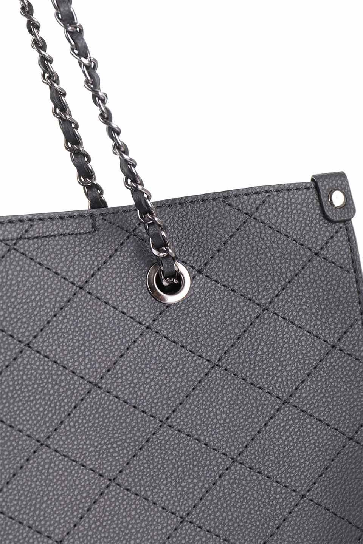 meliebiancoのNova(Black)/海外ファッション好きにオススメのインポートバッグとかばん、MelieBianco(メリービアンコ)のバッグやトートバッグ。メリービアンコのプレミアムビーガンレザーにキルティングのようなステッチを施したボディが可愛いトートバッグ。シンプルなボディにゴールドチェーンの持ち手がアクセントになった大人っぽいバッグです。/main-9