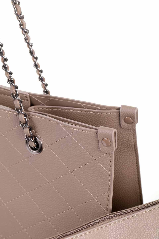 meliebiancoのNova(Taupe)/海外ファッション好きにオススメのインポートバッグとかばん、MelieBianco(メリービアンコ)のバッグやトートバッグ。メリービアンコのプレミアムビーガンレザーにキルティングのようなステッチを施したボディが可愛いトートバッグ。シンプルなボディにゴールドチェーンの持ち手がアクセントになった大人っぽいバッグです。/main-15