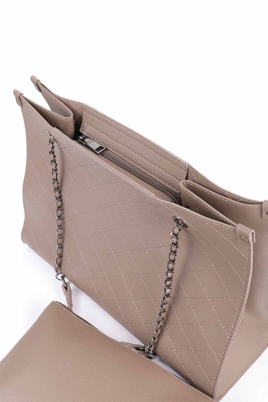 meliebiancoのNova(Taupe)/海外ファッション好きにオススメのインポートバッグとかばん、MelieBianco(メリービアンコ)のバッグやトートバッグ。メリービアンコのプレミアムビーガンレザーにキルティングのようなステッチを施したボディが可愛いトートバッグ。シンプルなボディにゴールドチェーンの持ち手がアクセントになった大人っぽいバッグです。/main-16