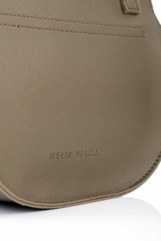 meliebiancoのAly(Olive)/海外ファッション好きにオススメのインポートバッグとかばん、MelieBianco(メリービアンコ)のバッグやショルダーバッグ。シルバーのリングがアクセントのラウンドタイプのショルダーバッグ。ボディと同型のフラップなので、ボディー部分は極めてシンプルなデザインです。/main-11