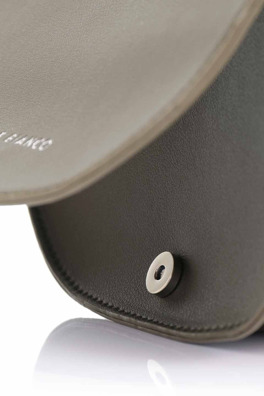 meliebiancoのAly(Olive)/海外ファッション好きにオススメのインポートバッグとかばん、MelieBianco(メリービアンコ)のバッグやショルダーバッグ。シルバーのリングがアクセントのラウンドタイプのショルダーバッグ。ボディと同型のフラップなので、ボディー部分は極めてシンプルなデザインです。/main-12