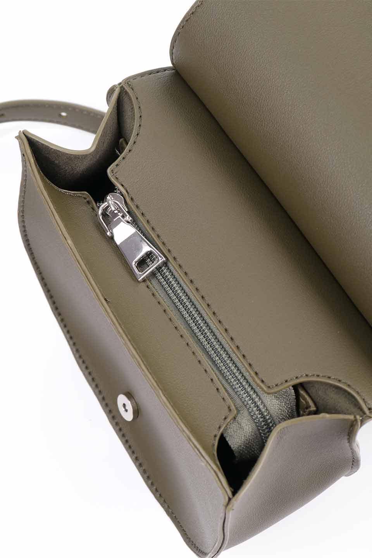 meliebiancoのAly(Olive)/海外ファッション好きにオススメのインポートバッグとかばん、MelieBianco(メリービアンコ)のバッグやショルダーバッグ。シルバーのリングがアクセントのラウンドタイプのショルダーバッグ。ボディと同型のフラップなので、ボディー部分は極めてシンプルなデザインです。/main-13