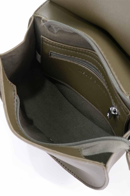 meliebiancoのAly(Olive)/海外ファッション好きにオススメのインポートバッグとかばん、MelieBianco(メリービアンコ)のバッグやショルダーバッグ。シルバーのリングがアクセントのラウンドタイプのショルダーバッグ。ボディと同型のフラップなので、ボディー部分は極めてシンプルなデザインです。/main-14