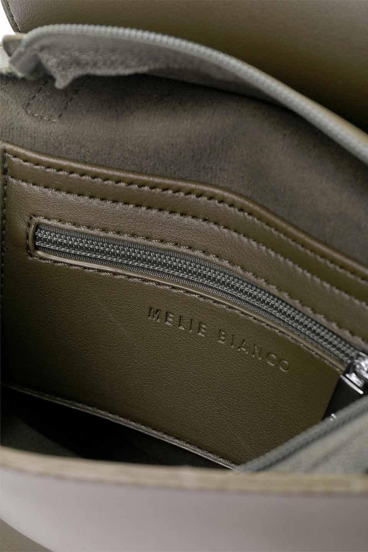 meliebiancoのAly(Olive)/海外ファッション好きにオススメのインポートバッグとかばん、MelieBianco(メリービアンコ)のバッグやショルダーバッグ。シルバーのリングがアクセントのラウンドタイプのショルダーバッグ。ボディと同型のフラップなので、ボディー部分は極めてシンプルなデザインです。/main-15