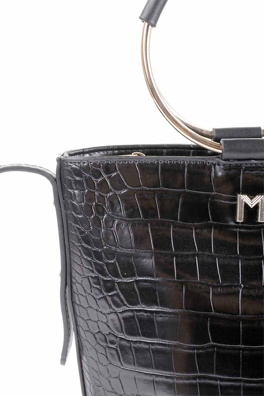 meliebiancoのStella(Black)/海外ファッション好きにオススメのインポートバッグとかばん、MelieBianco(メリービアンコ)のバッグやショルダーバッグ。以前大人気だったバケツ型バッグのステラをクロコダイルの型押しでアップデート。程よい大きさや使い勝手の良さはそのままに上品なカジュアル感がアップしました。/main-15
