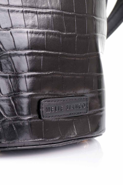 meliebiancoのStella(Black)/海外ファッション好きにオススメのインポートバッグとかばん、MelieBianco(メリービアンコ)のバッグやショルダーバッグ。以前大人気だったバケツ型バッグのステラをクロコダイルの型押しでアップデート。程よい大きさや使い勝手の良さはそのままに上品なカジュアル感がアップしました。/main-17