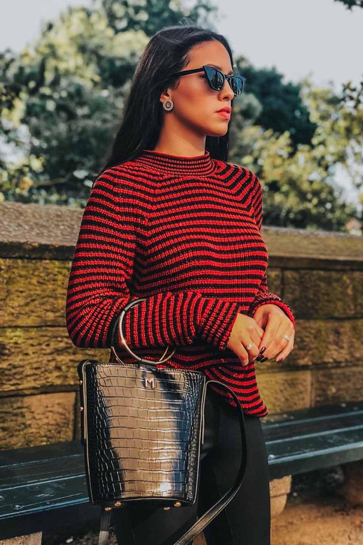meliebiancoのStella(Black)/海外ファッション好きにオススメのインポートバッグとかばん、MelieBianco(メリービアンコ)のバッグやショルダーバッグ。以前大人気だったバケツ型バッグのステラをクロコダイルの型押しでアップデート。程よい大きさや使い勝手の良さはそのままに上品なカジュアル感がアップしました。/main-5