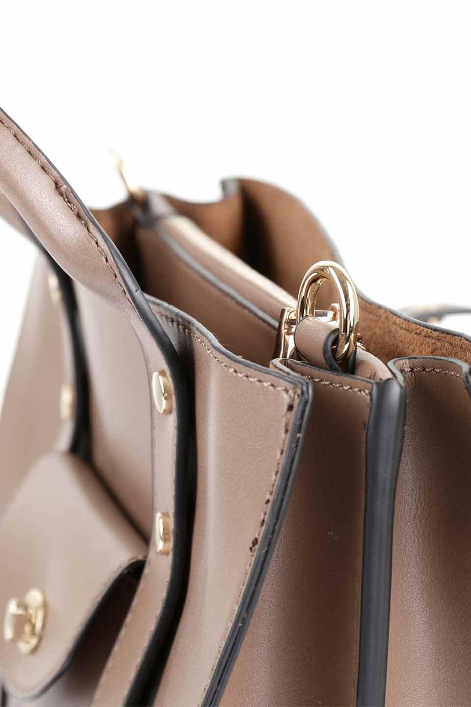 meliebiancoのKhloe(Taupe)/海外ファッション好きにオススメのインポートバッグとかばん、MelieBianco(メリービアンコ)のバッグやハンドバッグ。クラシカルなスタイルの2Wayハンドバッグ。広い荷室を分ける仕切りがファスナー付きのポケットで使いやすい工夫が施されたバッグです。/main-10