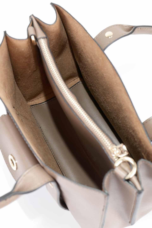 meliebiancoのKhloe(Taupe)/海外ファッション好きにオススメのインポートバッグとかばん、MelieBianco(メリービアンコ)のバッグやハンドバッグ。クラシカルなスタイルの2Wayハンドバッグ。広い荷室を分ける仕切りがファスナー付きのポケットで使いやすい工夫が施されたバッグです。/main-14
