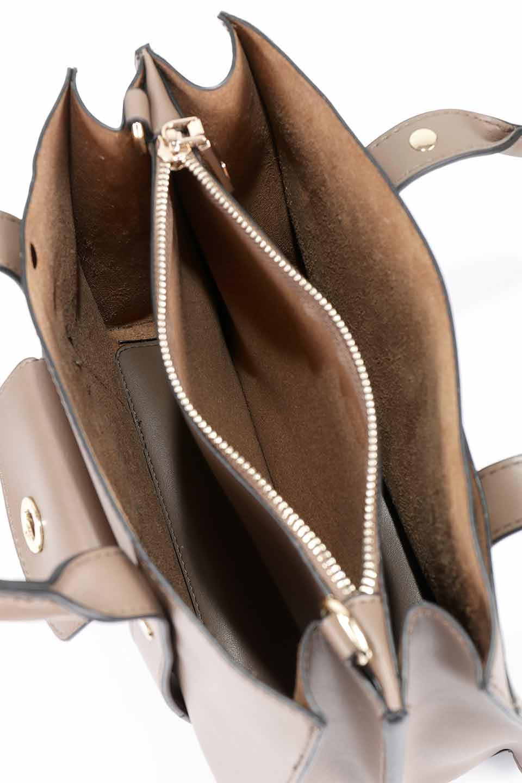 meliebiancoのKhloe(Taupe)/海外ファッション好きにオススメのインポートバッグとかばん、MelieBianco(メリービアンコ)のバッグやハンドバッグ。クラシカルなスタイルの2Wayハンドバッグ。広い荷室を分ける仕切りがファスナー付きのポケットで使いやすい工夫が施されたバッグです。/main-15
