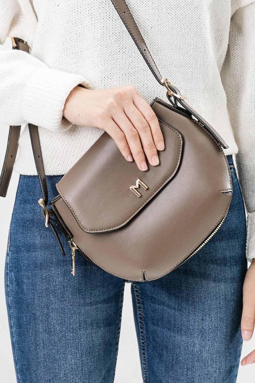 meliebiancoのLyla(Black)/海外ファッション好きにオススメのインポートバッグとかばん、MelieBianco(メリービアンコ)のバッグやショルダーバッグ。ふっくらと丸いシルエットが可愛いショルダーバッグ。ストラップは両サイドの付け根でも長さが調節できるので、お好みの長さに調節できます。/main-12