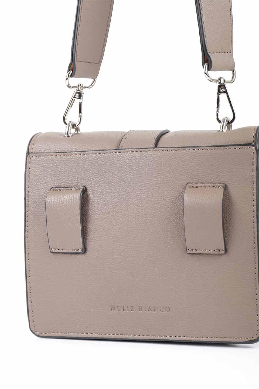 meliebiancoのStalkingGia(Taupe)/海外ファッション好きにオススメのインポートバッグとかばん、MelieBianco(メリービアンコ)のバッグやショルダーバッグ。メタルのバックルがアクセントの2Wayショルダーバッグ。付属のストラップを背面に取り付ければウエストバッグとして楽しめます。/main-10