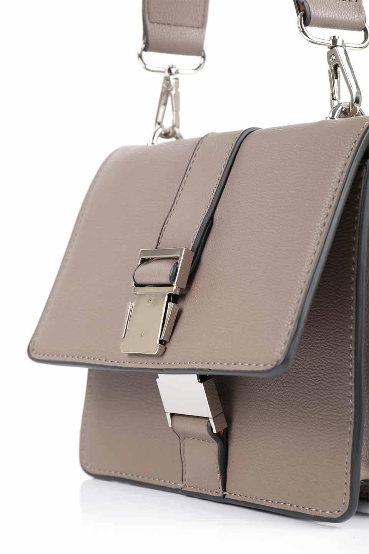 meliebiancoのStalkingGia(Taupe)/海外ファッション好きにオススメのインポートバッグとかばん、MelieBianco(メリービアンコ)のバッグやショルダーバッグ。メタルのバックルがアクセントの2Wayショルダーバッグ。付属のストラップを背面に取り付ければウエストバッグとして楽しめます。/main-13