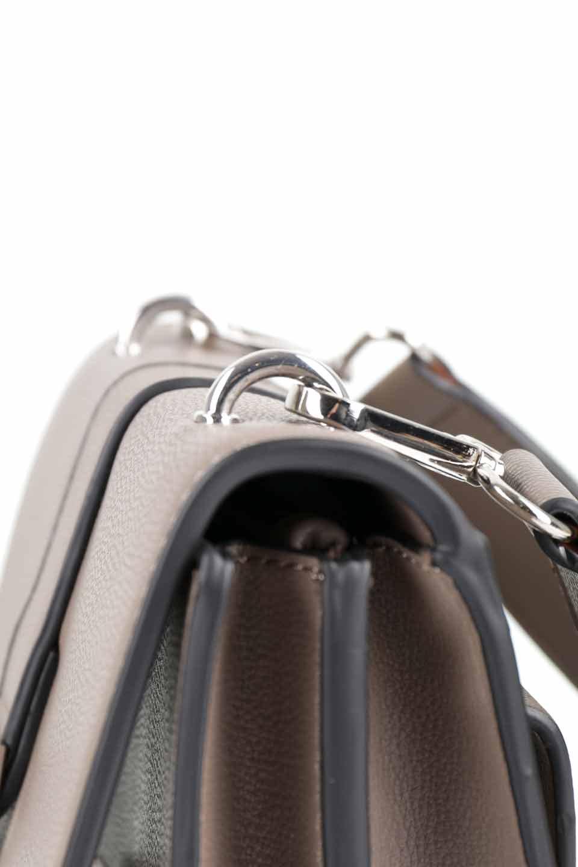 meliebiancoのStalkingGia(Taupe)/海外ファッション好きにオススメのインポートバッグとかばん、MelieBianco(メリービアンコ)のバッグやショルダーバッグ。メタルのバックルがアクセントの2Wayショルダーバッグ。付属のストラップを背面に取り付ければウエストバッグとして楽しめます。/main-14