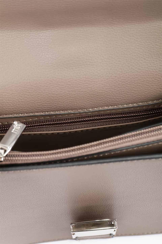 meliebiancoのStalkingGia(Taupe)/海外ファッション好きにオススメのインポートバッグとかばん、MelieBianco(メリービアンコ)のバッグやショルダーバッグ。メタルのバックルがアクセントの2Wayショルダーバッグ。付属のストラップを背面に取り付ければウエストバッグとして楽しめます。/main-16