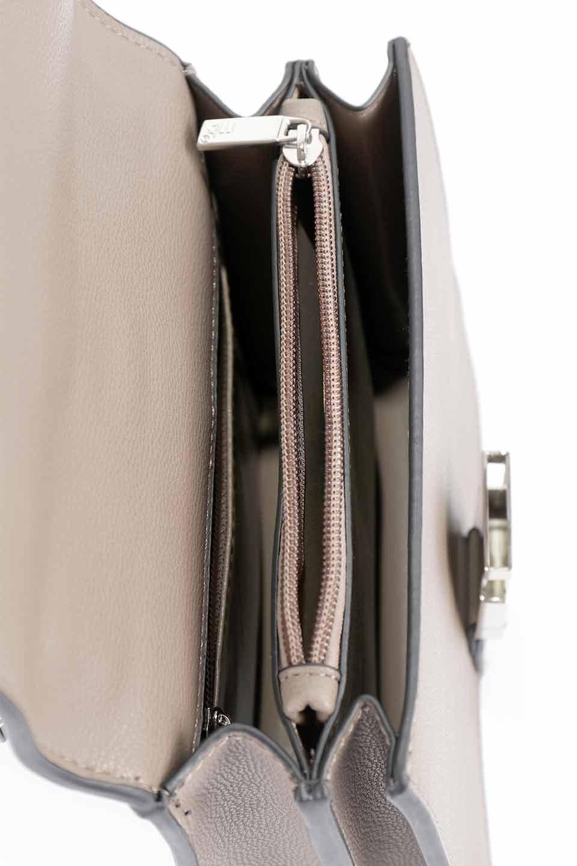 meliebiancoのStalkingGia(Taupe)/海外ファッション好きにオススメのインポートバッグとかばん、MelieBianco(メリービアンコ)のバッグやショルダーバッグ。メタルのバックルがアクセントの2Wayショルダーバッグ。付属のストラップを背面に取り付ければウエストバッグとして楽しめます。/main-17