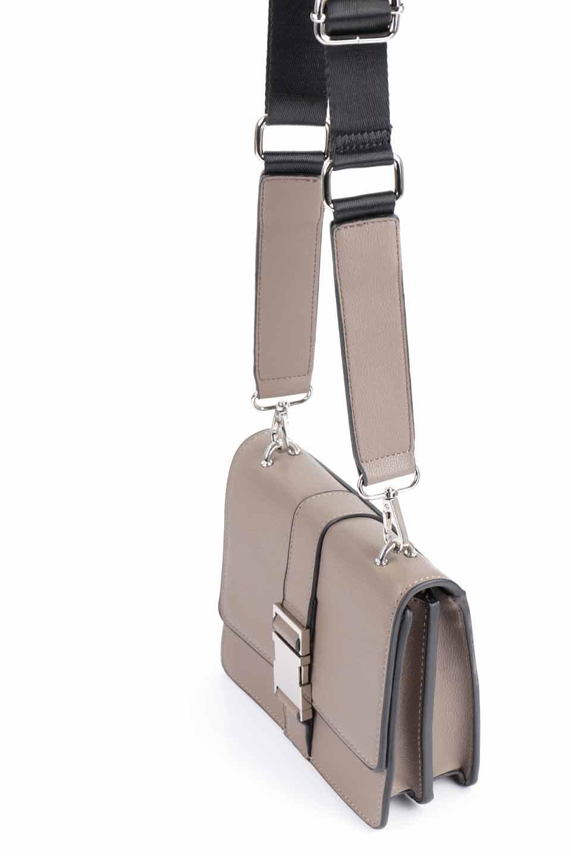 meliebiancoのStalkingGia(Taupe)/海外ファッション好きにオススメのインポートバッグとかばん、MelieBianco(メリービアンコ)のバッグやショルダーバッグ。メタルのバックルがアクセントの2Wayショルダーバッグ。付属のストラップを背面に取り付ければウエストバッグとして楽しめます。/main-8