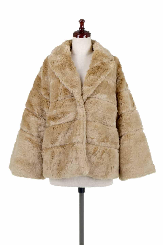 LOVESTITCHのWinnieCoatベルスリーブ・エコファーコート/海外ファッションが好きな大人カジュアルのためのLOVESTITCH(ラブステッチ)のアウターやコート。ルーズなベルスリーブが特徴のエコファーを使用したショートコート。絶妙な着丈の長さと明るめのキャメルカラーでワンランク上のカジュアルコーデが楽しめます。