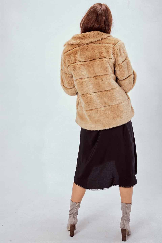 LOVESTITCHのWinnieCoatベルスリーブ・エコファーコート/海外ファッションが好きな大人カジュアルのためのLOVESTITCH(ラブステッチ)のアウターやコート。ルーズなベルスリーブが特徴のエコファーを使用したショートコート。絶妙な着丈の長さと明るめのキャメルカラーでワンランク上のカジュアルコーデが楽しめます。/main-14