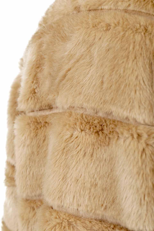 LOVESTITCHのWinnieCoatベルスリーブ・エコファーコート/海外ファッションが好きな大人カジュアルのためのLOVESTITCH(ラブステッチ)のアウターやコート。ルーズなベルスリーブが特徴のエコファーを使用したショートコート。絶妙な着丈の長さと明るめのキャメルカラーでワンランク上のカジュアルコーデが楽しめます。/main-23