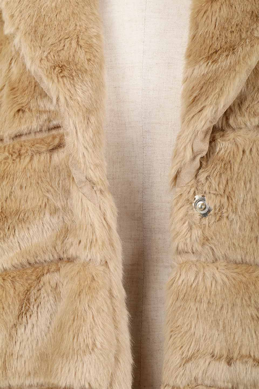 LOVESTITCHのWinnieCoatベルスリーブ・エコファーコート/海外ファッションが好きな大人カジュアルのためのLOVESTITCH(ラブステッチ)のアウターやコート。ルーズなベルスリーブが特徴のエコファーを使用したショートコート。絶妙な着丈の長さと明るめのキャメルカラーでワンランク上のカジュアルコーデが楽しめます。/main-24