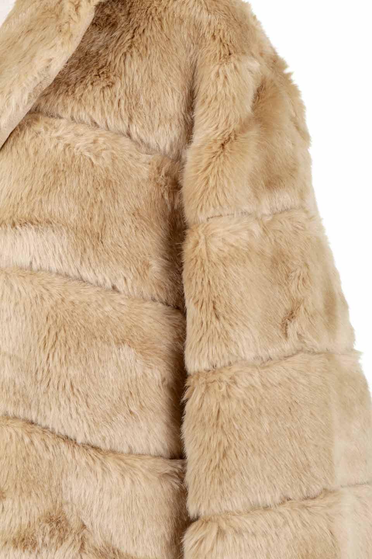 LOVESTITCHのWinnieCoatベルスリーブ・エコファーコート/海外ファッションが好きな大人カジュアルのためのLOVESTITCH(ラブステッチ)のアウターやコート。ルーズなベルスリーブが特徴のエコファーを使用したショートコート。絶妙な着丈の長さと明るめのキャメルカラーでワンランク上のカジュアルコーデが楽しめます。/main-25