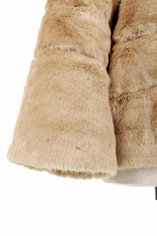 LOVESTITCHのWinnieCoatベルスリーブ・エコファーコート/海外ファッションが好きな大人カジュアルのためのLOVESTITCH(ラブステッチ)のアウターやコート。ルーズなベルスリーブが特徴のエコファーを使用したショートコート。絶妙な着丈の長さと明るめのキャメルカラーでワンランク上のカジュアルコーデが楽しめます。/main-27
