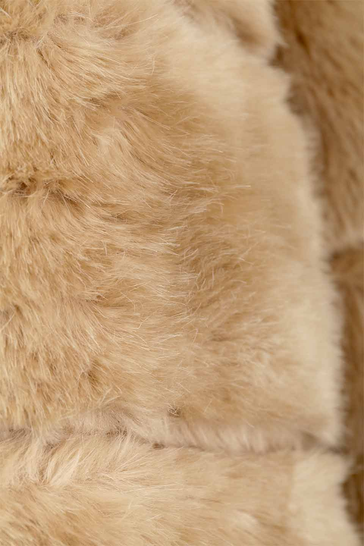 LOVESTITCHのWinnieCoatベルスリーブ・エコファーコート/海外ファッションが好きな大人カジュアルのためのLOVESTITCH(ラブステッチ)のアウターやコート。ルーズなベルスリーブが特徴のエコファーを使用したショートコート。絶妙な着丈の長さと明るめのキャメルカラーでワンランク上のカジュアルコーデが楽しめます。/main-28