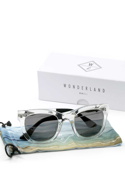 WONDERLANDのCOLONY(03-Clear/GrayLens)コロニー・セルフレーム・サングラス/WONDERLANDのメガネ・サングラスや。アメリカ西海岸のレディースクロージングブランド「STONECOLDFOX」とのコラボレーションモデルです。より女性らしいラウンドしたフレームと特徴的な大きなレンズは、クールな女性を演出してくれると同時に小顔効果が望めます。/main-12