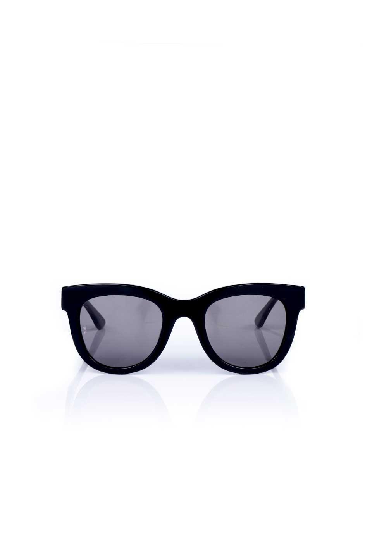 WONDERLANDのCOLONY(01-Black/GreyLens)コロニー・セルフレーム・サングラス/WONDERLANDのメガネ・サングラスや。アメリカ西海岸のレディースクロージングブランド「STONECOLDFOX」とのコラボレーションモデルです。より女性らしいラウンドしたフレームと特徴的な大きなレンズは、クールな女性を演出してくれると同時に小顔効果が望めます。