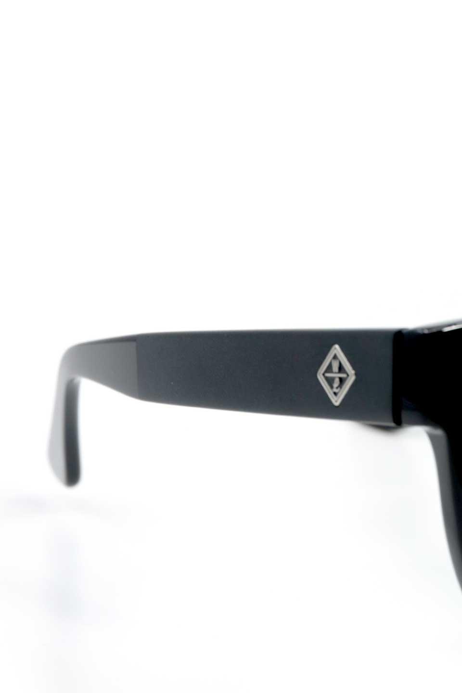 WONDERLANDのCOLONY(01-Black/GreyLens)コロニー・セルフレーム・サングラス/WONDERLANDのメガネ・サングラスや。アメリカ西海岸のレディースクロージングブランド「STONECOLDFOX」とのコラボレーションモデルです。より女性らしいラウンドしたフレームと特徴的な大きなレンズは、クールな女性を演出してくれると同時に小顔効果が望めます。/main-15