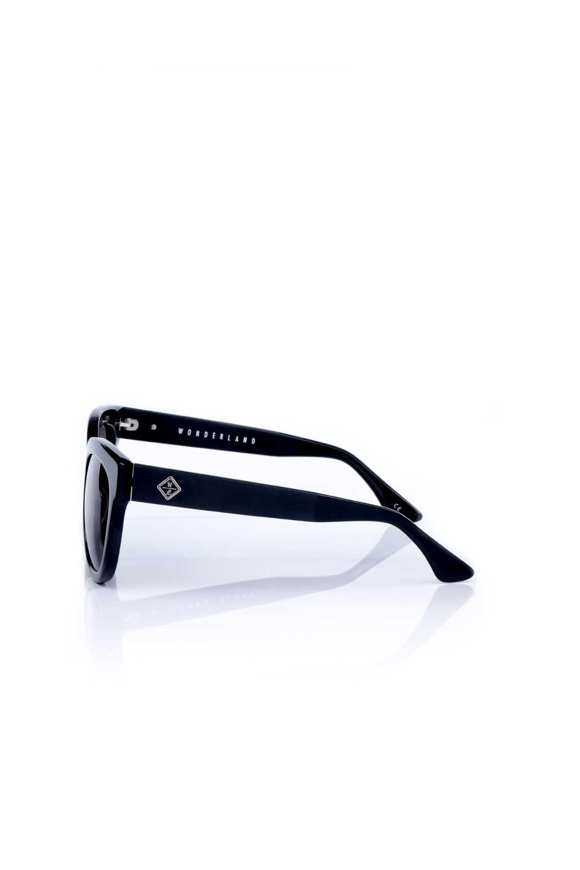 WONDERLANDのCOLONY(01-Black/GreyLens)コロニー・セルフレーム・サングラス/WONDERLANDのメガネ・サングラスや。アメリカ西海岸のレディースクロージングブランド「STONECOLDFOX」とのコラボレーションモデルです。より女性らしいラウンドしたフレームと特徴的な大きなレンズは、クールな女性を演出してくれると同時に小顔効果が望めます。/main-2