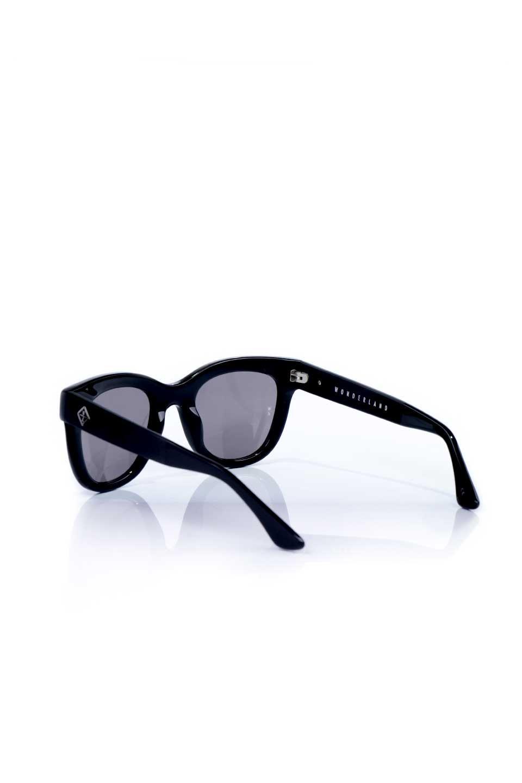 WONDERLANDのCOLONY(01-Black/GreyLens)コロニー・セルフレーム・サングラス/WONDERLANDのメガネ・サングラスや。アメリカ西海岸のレディースクロージングブランド「STONECOLDFOX」とのコラボレーションモデルです。より女性らしいラウンドしたフレームと特徴的な大きなレンズは、クールな女性を演出してくれると同時に小顔効果が望めます。/main-3