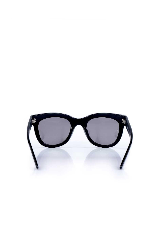 WONDERLANDのCOLONY(01-Black/GreyLens)コロニー・セルフレーム・サングラス/WONDERLANDのメガネ・サングラスや。アメリカ西海岸のレディースクロージングブランド「STONECOLDFOX」とのコラボレーションモデルです。より女性らしいラウンドしたフレームと特徴的な大きなレンズは、クールな女性を演出してくれると同時に小顔効果が望めます。/main-4