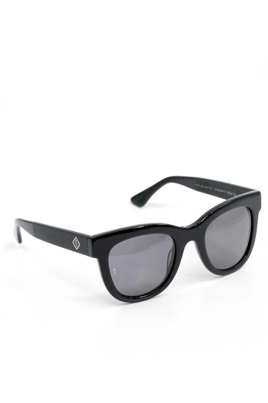WONDERLANDのCOLONY(01-Black/GreyLens)コロニー・セルフレーム・サングラス/WONDERLANDのメガネ・サングラスや。アメリカ西海岸のレディースクロージングブランド「STONECOLDFOX」とのコラボレーションモデルです。より女性らしいラウンドしたフレームと特徴的な大きなレンズは、クールな女性を演出してくれると同時に小顔効果が望めます。/main-8