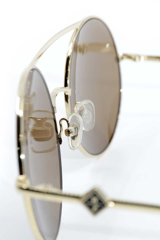 WONDERLANDのBLYTHE(03-Gold/BronzeLens)ブライス・メタルフレーム・サングラス/WONDERLANDのメガネ・サングラスや。INDIOより大きめのラウンドグラスを採用した女性向けモデル「BLYTHE/ブライス」WONDERLANDの中でもSUNCITYの次に大きいグラスを採用し、同じラウンド型サングラスのINDIOやSTATELINEとは異なる特徴的なデザインです。ブリッジ部分はSTATELINEやINDIOと同様「ツーブリッジ」を採用。/main-13